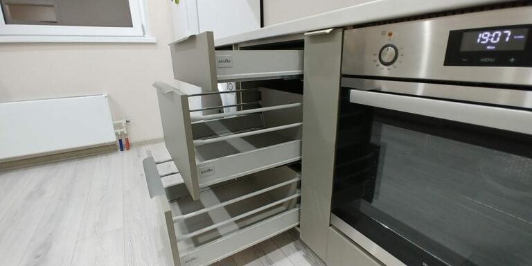 Прямая кухня серая ящики