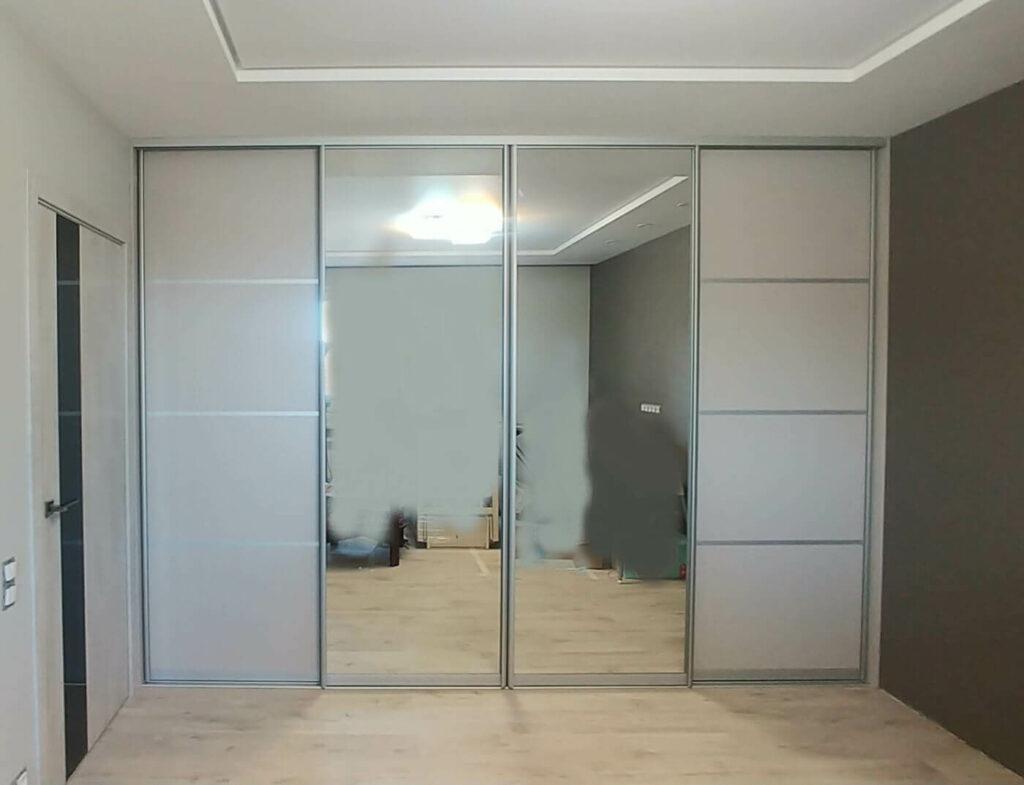 Встроенный шкаф во всю стену