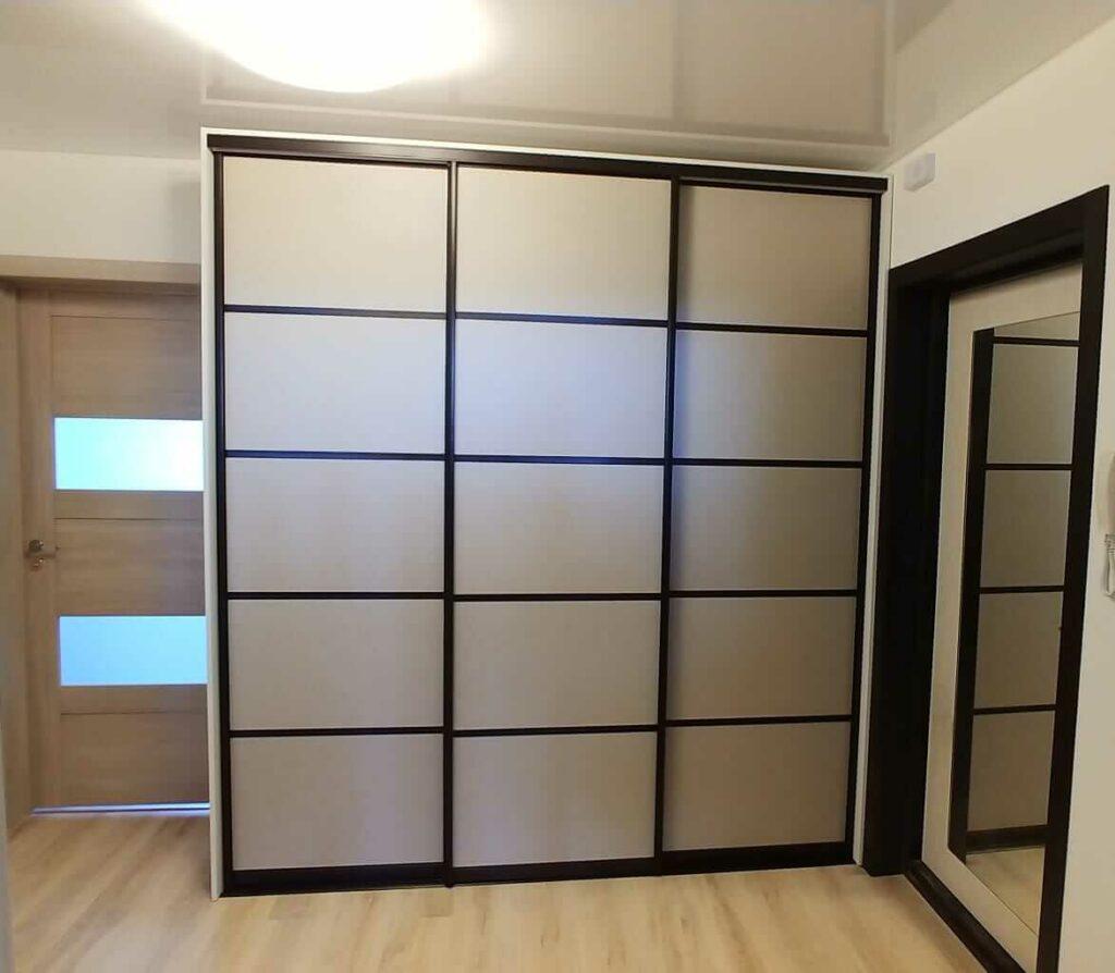 Шкаф встроенный на 3 двери купе