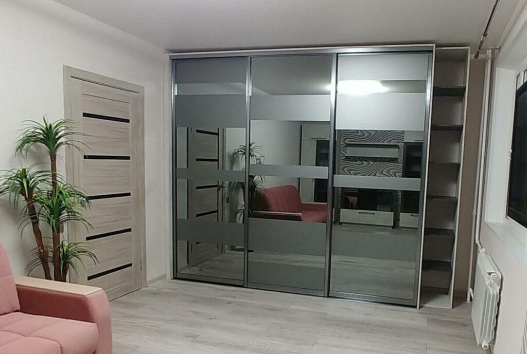 Встроенный шкаф на 3 двери
