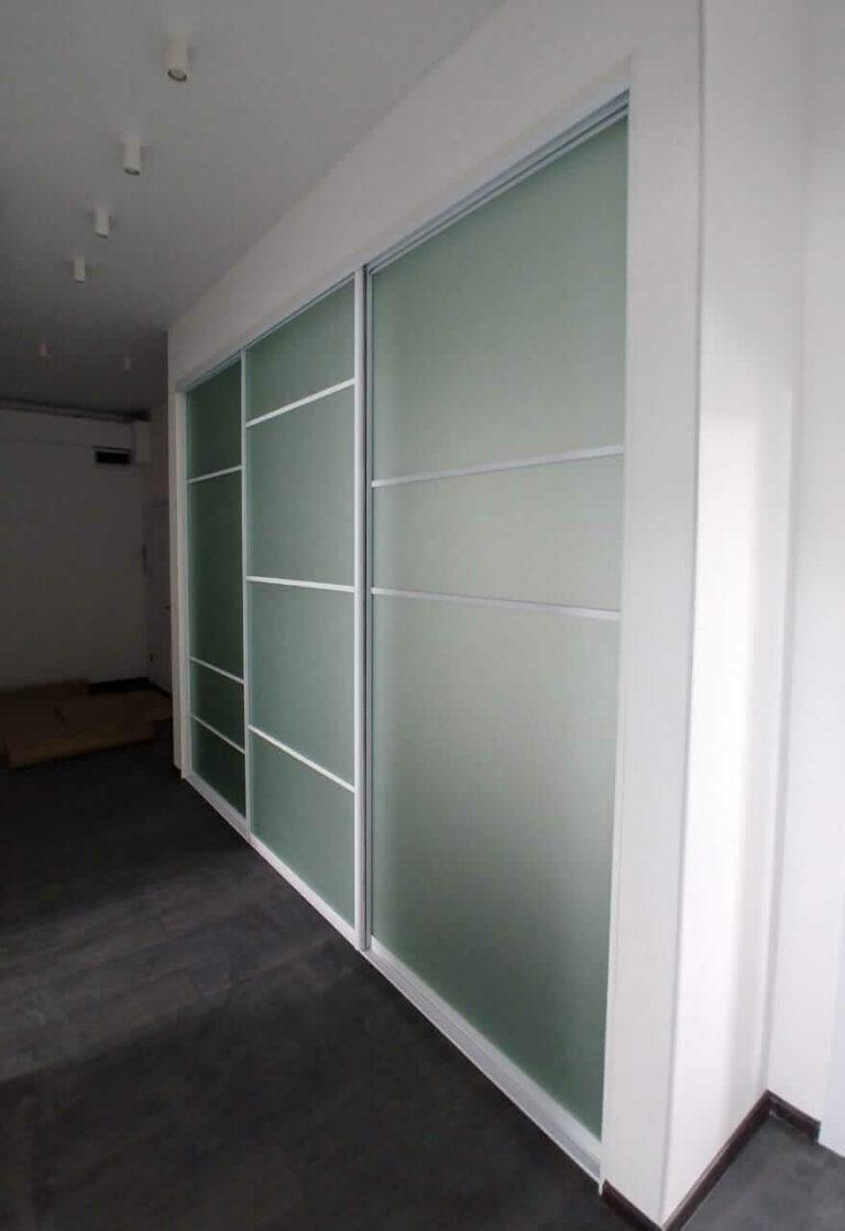 Встроенный шкаф в коридор на заказ