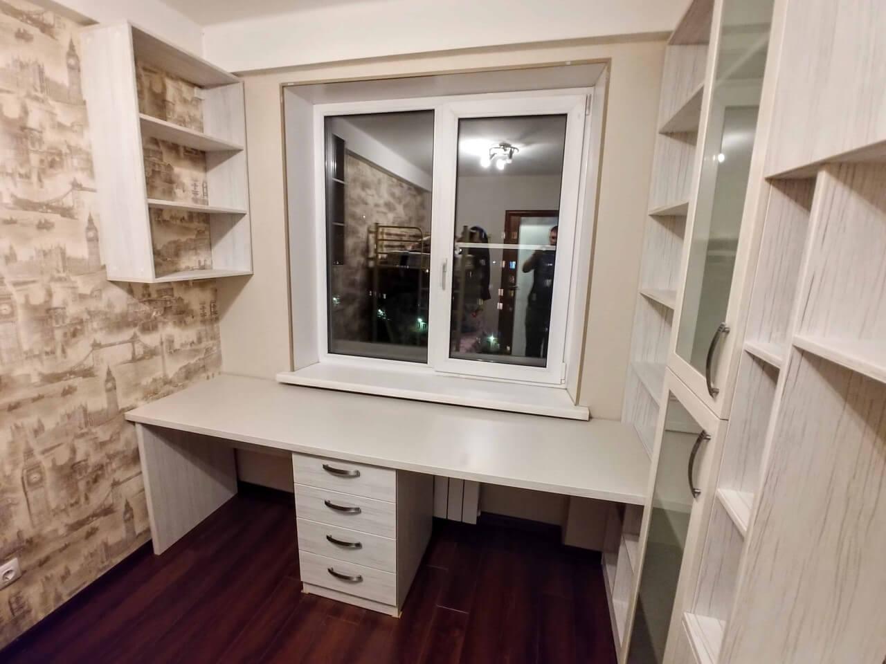 Стол со шкафами в детскую на заказ
