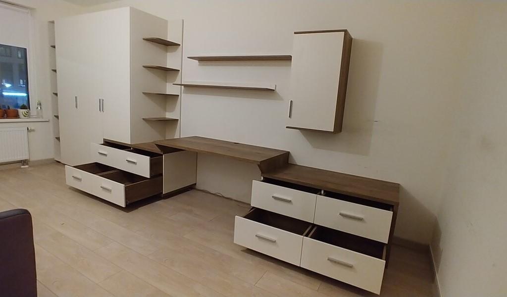 Распашной шкаф со столом на заказ